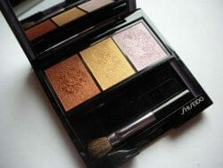 Produktbild zu Shiseido Luminizing Satin Eye Color Trio – Farbe: BR214 Into the Woods