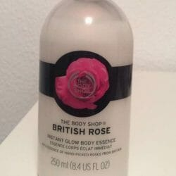 Produktbild zu The Body Shop British Rose Instant Glow Body Essence