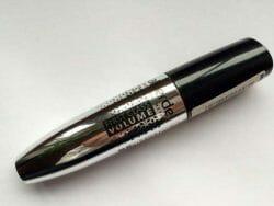 Produktbild zu alverde Naturkosmetik First Class Volume Mascara – Farbe: 10 Black