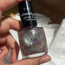 Produktbild zu Misslyn glitter flash nail polish – Farbe: 711 forever young (LE)
