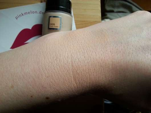 Catrice Even Skin Tone Beautifying Foundation, Farbe: 005 Even Ivory