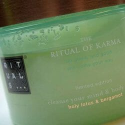Produktbild zu RITUALS The Ritual of Karma cleanse your mind & body scrub (LE)