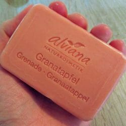 Produktbild zu alviana Pflanzenölseife Granatapfel