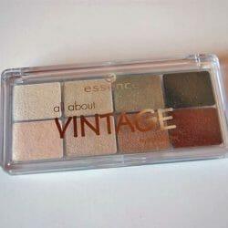 Produktbild zu essence all about vintage eyeshadow palette