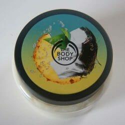 Produktbild zu The Body Shop Pinita Colada Exfoliating Cream Body Scrub