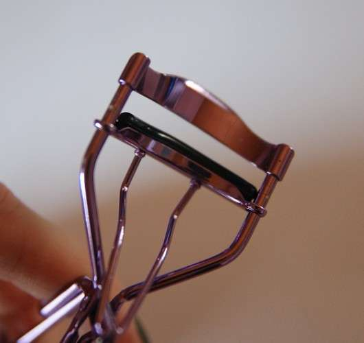 essence eyelash curler