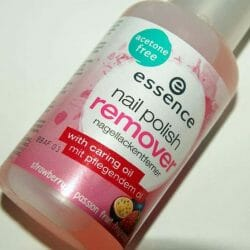 Produktbild zu essence nail polish remover hardening (strawberry & passion fruit fragrance)