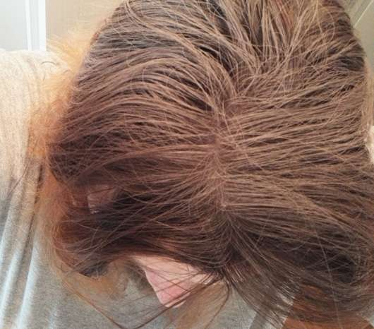 Batiste Hint of Colour Dry Shampoo medium & brunette kruz nach der Anwendung