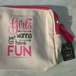 Produktbild zu essence girls just wanna have fun cosmetic bag (LE)