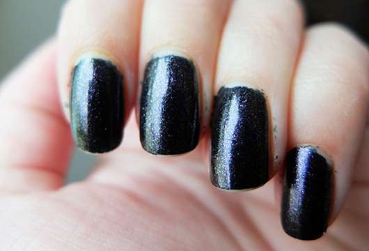 essence midnight masquerade nail polish, Farbe: 02 black cats wanted (LE)-lackierte-naegel