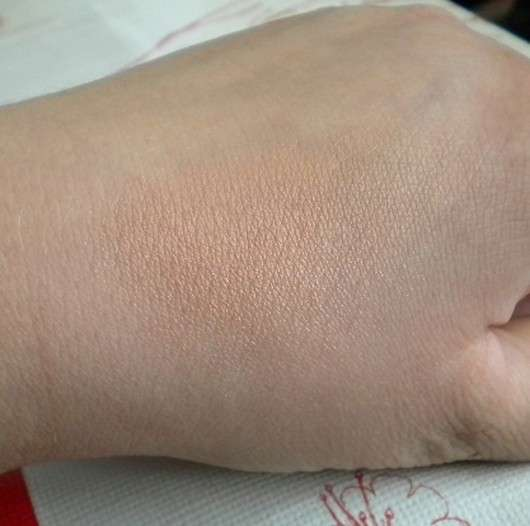 Swatch des Terra Naturi Body & Face Shimmer Powders, Farbe: 02 African Dream
