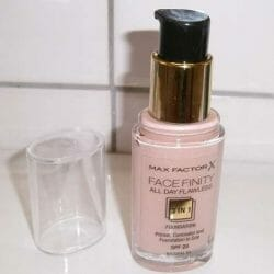 Produktbild zu Max Factor Face Finity All Day Flawless 3in1 Foundation – Farbe: 50 Natural