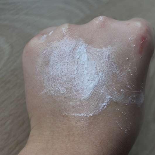 Swatch - Neutrogena Visibly Clear Teint Correct Hautverschönderndes Peeling