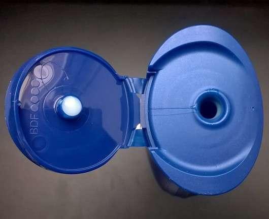 Dosieröffnung des NIVEA Haarmilch Rundum-Pflege-Shampoos