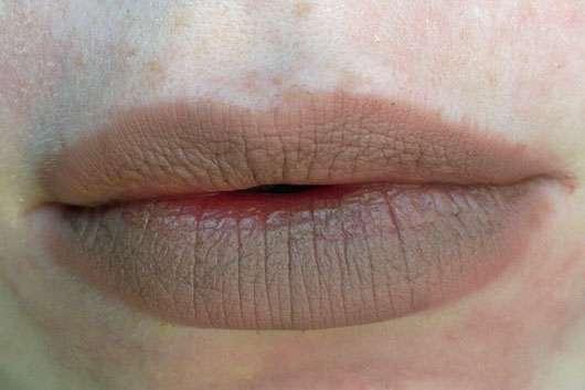 NYX Slim Lip Pencil, Farbe: 857 Nude Beige-geschminkte Lippen