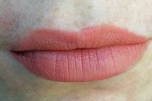 NYX Soft Matte Lip Cream, Farbe: Zurich auf den Lippen aufgetragen