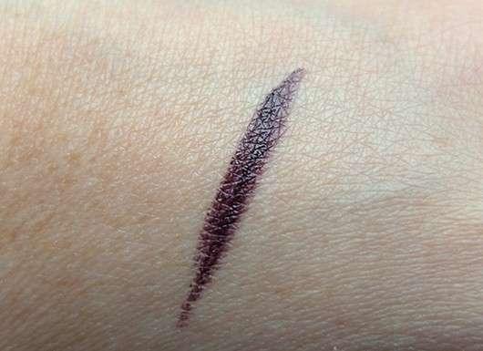 Swatch des p2 mystic whisper lost innocence lipstick, Farbe: 020 poisoned grape (LE)