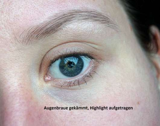p2 perfect brow fixing + highlighting pen, Farbe: 010 take two - highlghter und Wachs angewendet im Gesicht
