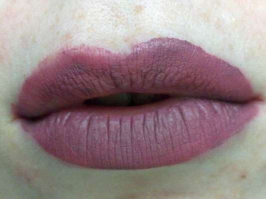Sleek MakeUP Matte Me Ultra Smooth Matte Lip Cream, Farbe: 1037 Shabby Chic-auf den Lippen