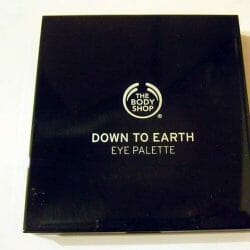 Produktbild zu The Body Shop Down to Earth Quad Palette – Farbe: 03 Grey
