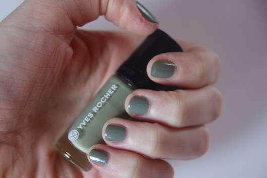 Yves Rocher Couleurs Nature Nagellack Couleur Végétale, Farbe: 73 Vert Agave auf den Nägeln