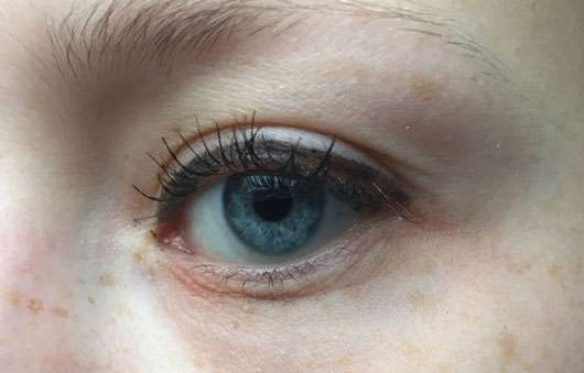Maybelline Eyestudio Lasting Drama Gel Eyeliner 24H, Farbe: 01 Black geöffnetes Auge