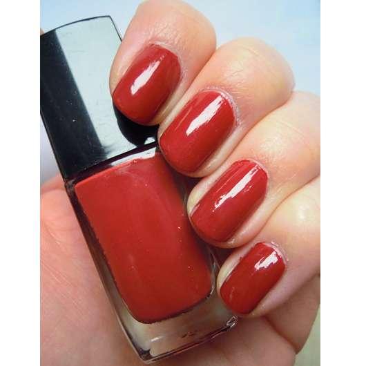 lackierte Nägel mit ARTDECO Art Couture Nail Lacquer, Farbe: 665 brick red (LE)