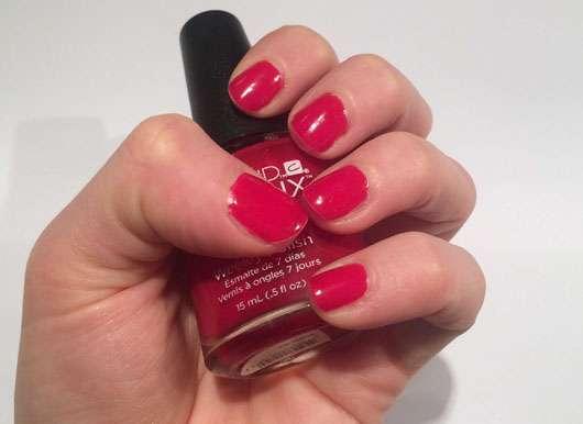 CND VINYLUX Weekly Polish, Farbe: 158 Wildfire Nägel nach dem Auftragen
