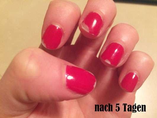 CND VINYLUX Weekly Polish, Farbe: 158 Wildfire auf den Nägeln nach fünf Tagen