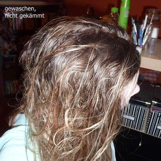 mit dem Dove Volumen & Leichtigkeit Shampoo gewaschene, nicht gekämmte Haare