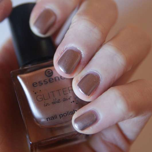 essence glitter in the air nail polish, Farbe: 03 too glam to give a damn (LE)