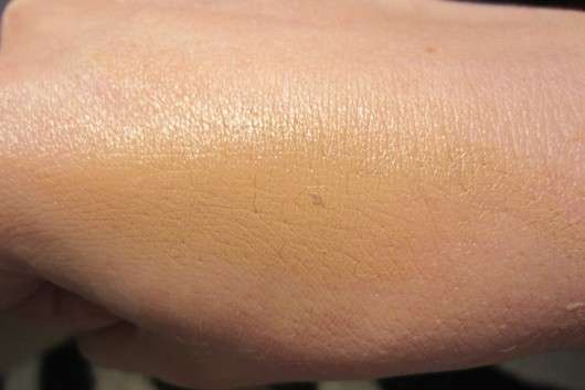 Swatch der Max Factor Miracle Touch Foundation, Farbe: 070 Natural