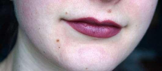 alverde Lipliner, Farbe: 15 Aubergine - Lippen ausgemalt