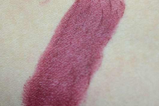 essence we are... fabulous velvet matt lipstick, Farbe: 03 P.S. we love berry (LE) Swatch