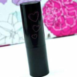 Produktbild zu essence we are… fabulous velvet matt lipstick – Farbe: 03 P.S. we love berry  (LE)