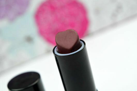 essence we are... fabulous velvet matt lipstick, Farbe: 03 P.S. we love berry (LE) Farbe und Form