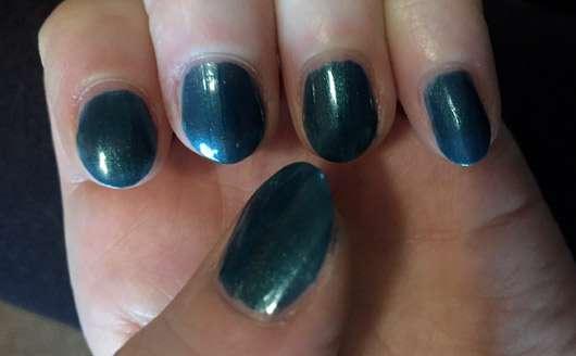 KIKO quick dry nail lacquer, Farbe: 855 metallic scarab - Lack auf den Nägeln