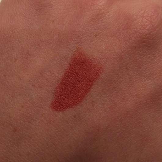 Catrice Matt 6hr Lip Artist in der Farbe 010 Bare Nude's Soul auf dem Handrücken aufgetragen