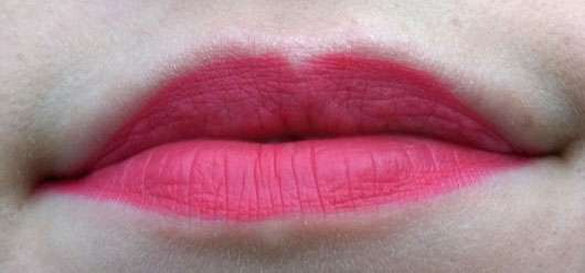 essence we are… flawless contouring lipliner, Farbe: 02 P.S. we <3 pink (LE) - auf den Lippen