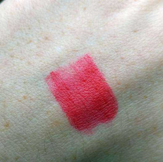 essence we are… flawless contouring lipstick, Farbe: 02 P.S. we <3 red (LE) - Swatch