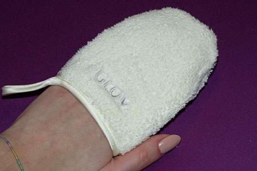 GLOV On-The-Go Gesichts-Reinigungs-Handschuh - angezogen