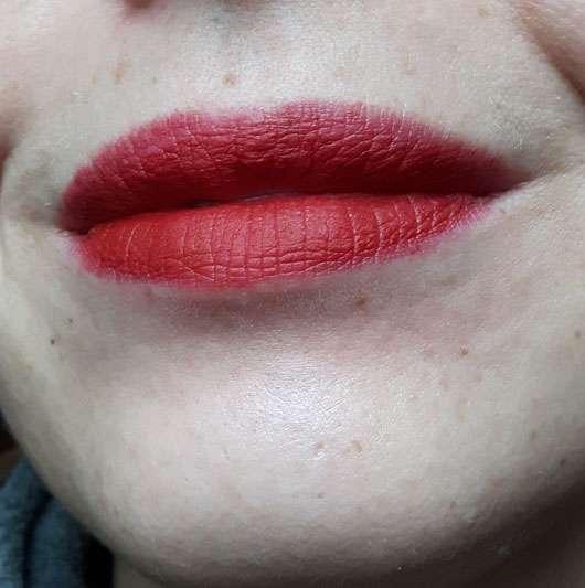 trend IT UP Ultra Matte Lipstick, Farbe: 450 auf den Lippen