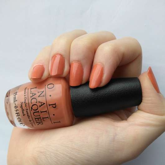 OPI Nail Lacquer in der Farbe Freedom of Peach mit Gel Top Coat