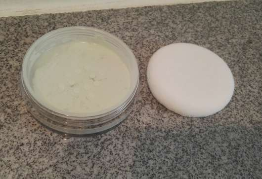 essence little beauty angels colour correcting anti-redness loose setting powder (LE) in der Dose