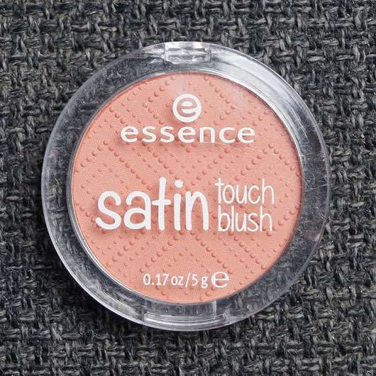 essence satin touch blush, Farbe: 10 satin coral Design