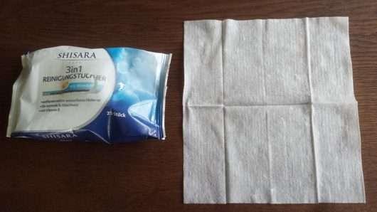 Verpackung und ein auseinandergefaltetes Shisara Face 3in1 Reinigungstuch