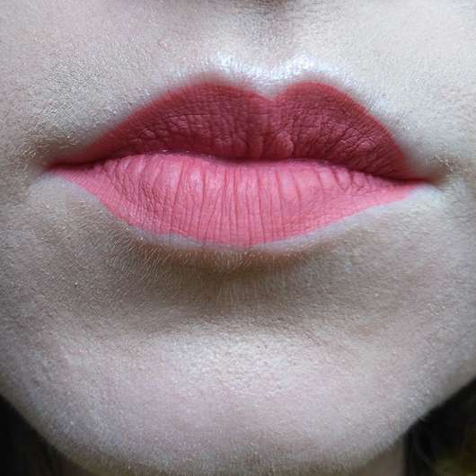 Make Up Factory Mat Lip Fluid Longlasting, Farbe: 65 Soft Raspberry auf den Lippen