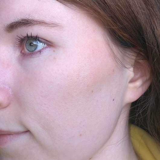 Gesicht mit aufgetragenem ARTDECO Cushion Blusher, Farbe: 6 bamboo bronze (LE)