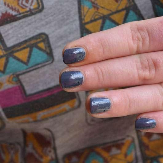 p2 manicure on-the-go polish pen, Farbe: 040 metropolis grey (LE) auf den Nägeln