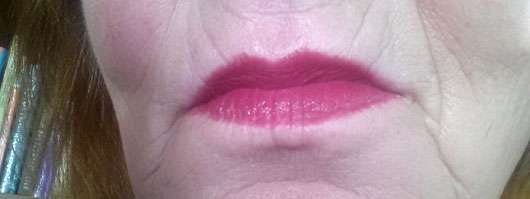Maybellin Color Sensational Lipstick, Farbe: 540 Hollywood Red - auf den Lippen